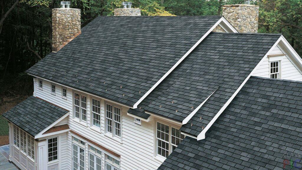 Чи варто купувати будинок зі старим дахом